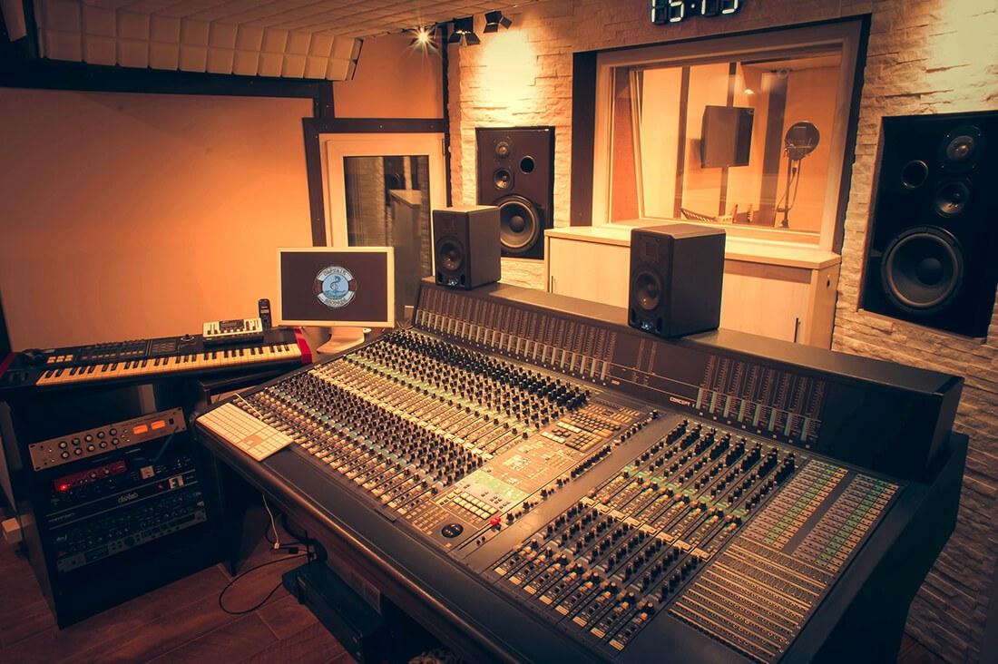 Стоимость студия часа звукозаписи няни за в стоимость казани час